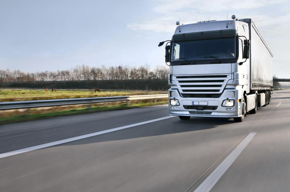"""Zapewniamy kompleksową obsługę transportu towarów<br />""""od drzwi dodrzwi"""""""
